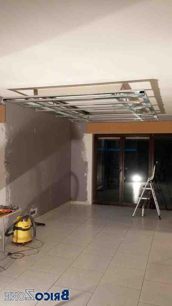 Comment faire un coffre au plafond ?