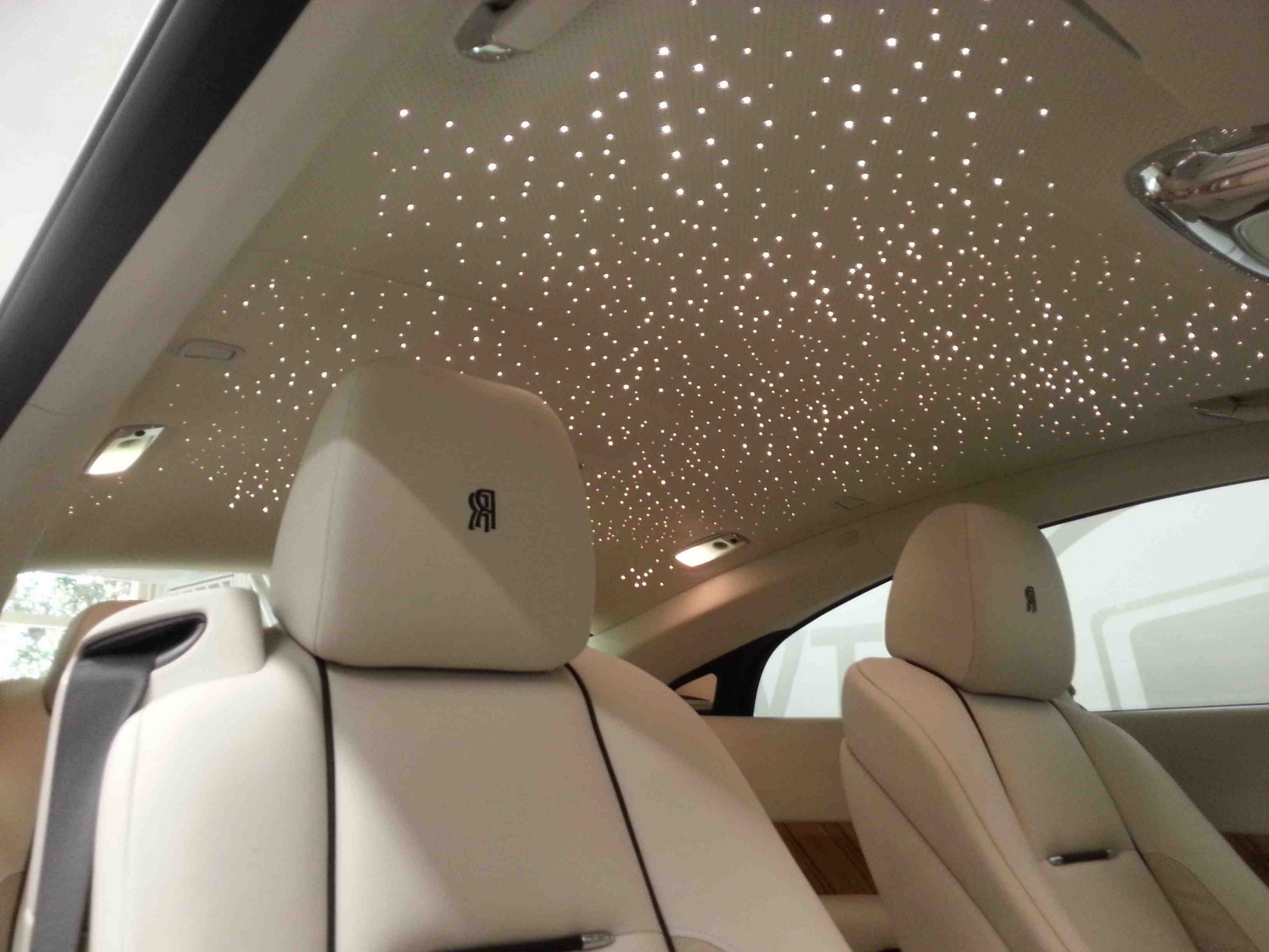 Comment faire un plafond étoilé fibre optique ?