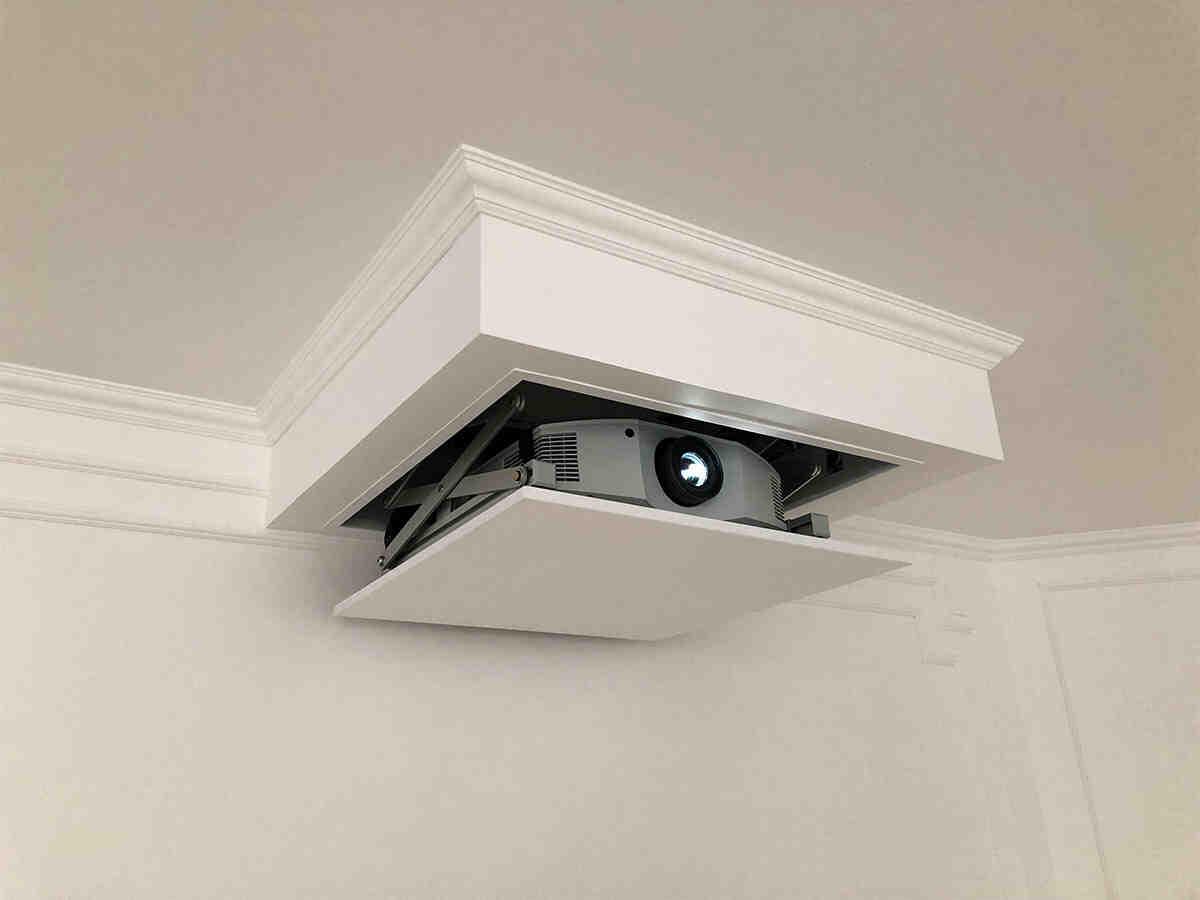 Comment regarder un film au plafond ?